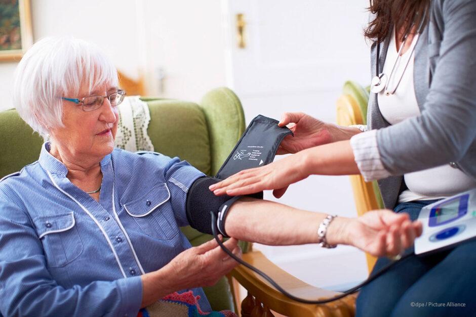 Wie die Rentenversicherung häusliche Pflege fördert